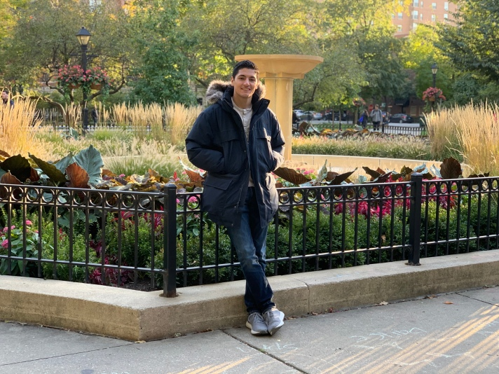 topic insights co-founder, Ralf Quellmalz, posing in a park at Chicago