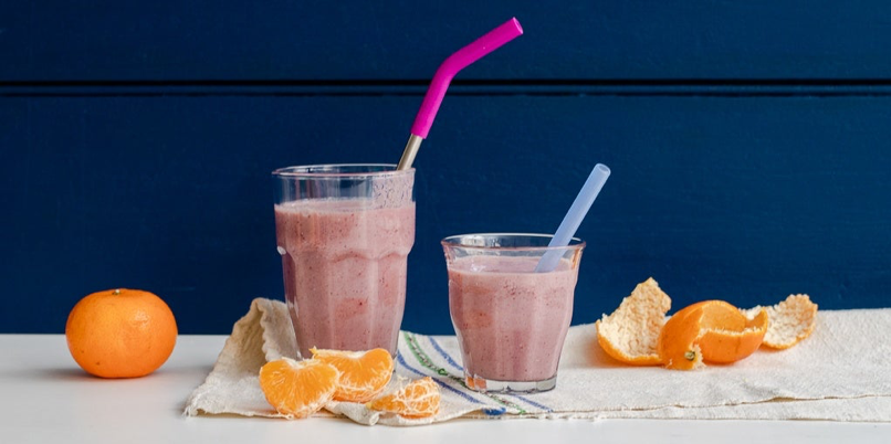 Two smoothies with some oranges on the side with StrawExpert's metal straws, eco-friendly straws ideal for the environment